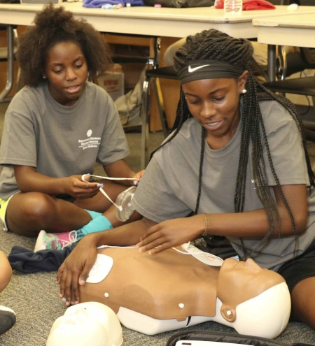 Student Athletic Trainer Camp 2019 attendees practice first aid techniques.